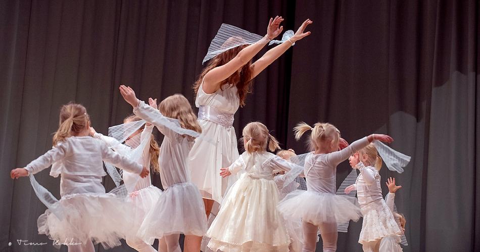 JOULUNÄYTÖS, TANSSIVA PORVOO JOULUNÄYTÖS, TANSSIVA PORVOO, TANSSIKOULU PORVOOSSA, SHOWTANSSI PORVOO, jazz-ballet, jazz ballet, baletti porvoo